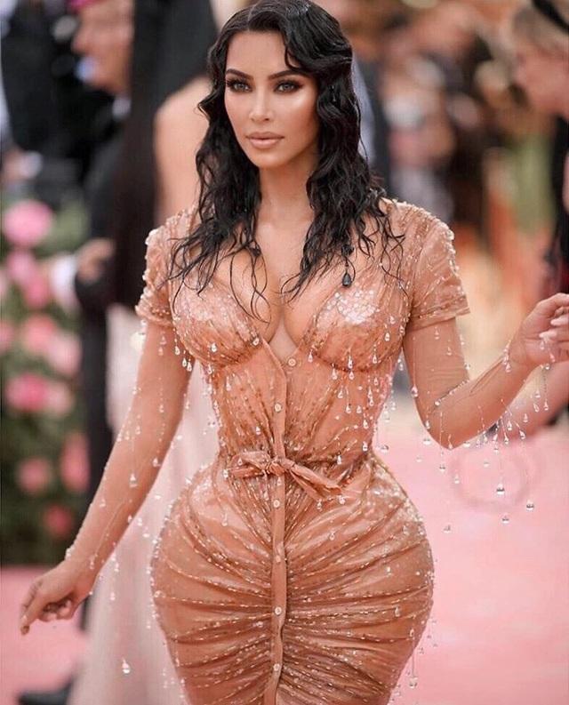 Kim Kardashian khoe eo nhỏ tới ngỡ ngàng - 3