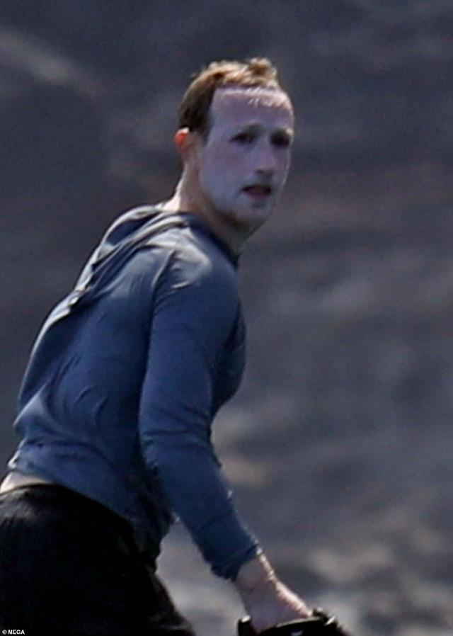 Ông chủ Facebook hối hận khi nhớ lại khoảnh khắc gây sốt của chính mình - 1