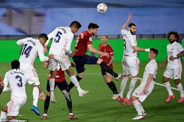 Đánh bại Osasuna, Real Madrid bám đuổi quyết liệt Atletico - 4
