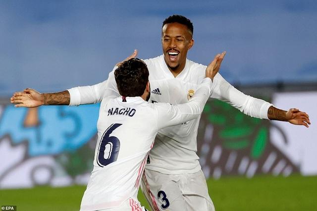 Đánh bại Osasuna, Real Madrid bám đuổi quyết liệt Atletico - 6