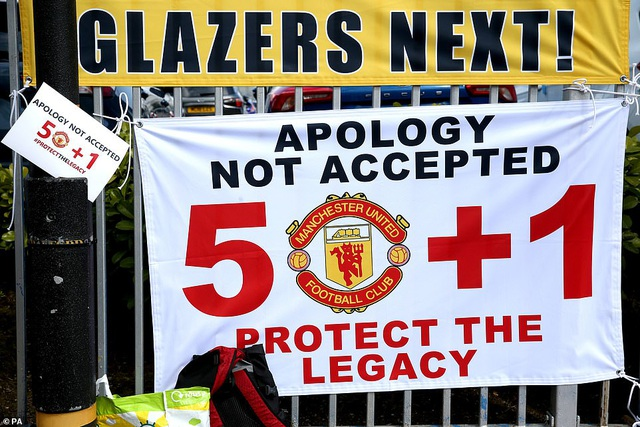 Old Trafford vỡ sân vì nhóm cổ động viên quá khích của Man Utd - 5