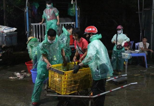 Trắng đêm ngày nghỉ lễ cùng người làm nghề sờ cá - 5