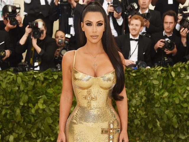 Kim Kardashian khoe eo nhỏ tới ngỡ ngàng - 4
