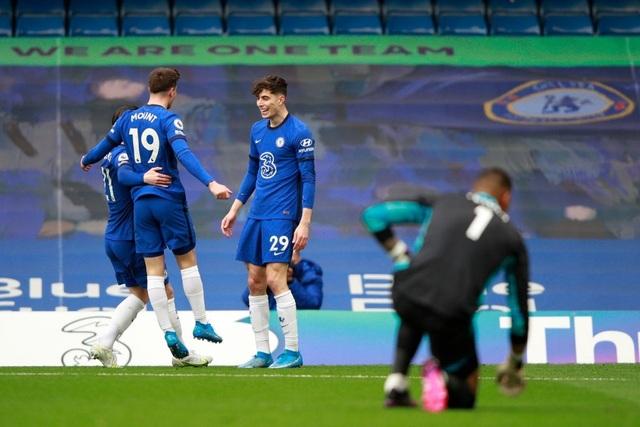 Chelsea xây chắc vị trí top 4, khiến Liverpool ngồi trên đống lửa - 2