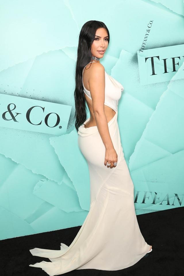 Kim Kardashian khoe eo nhỏ tới ngỡ ngàng - 6