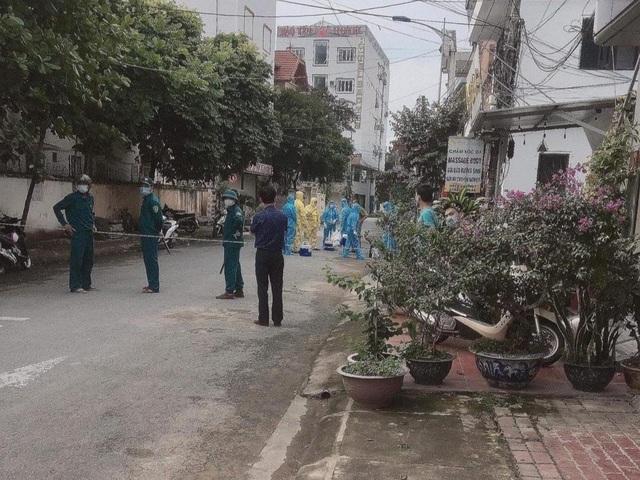 Yên Bái lập chốt ở khu dân cư liên quan chuyên gia TQ dương tính SARS-CoV-2 - 2