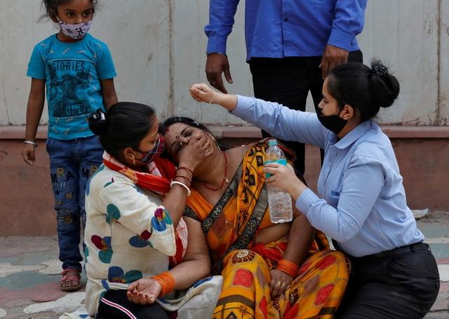 Thế giới ráo riết gửi phao cứu sinh giúp Ấn Độ thoát sóng thần Covid-19 - 3