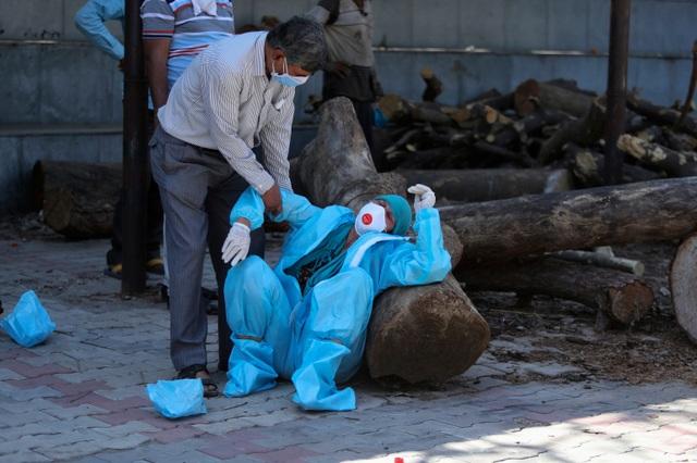 Ấn Độ ghi nhận số người tử vong kỷ lục vì Covid-19 - 1