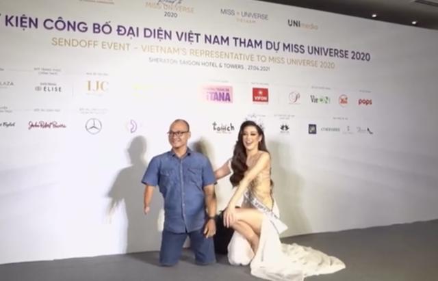 Hoa hậu Việt quỳ gối chụp ảnh với người khuyết tật gây xúc động - 1