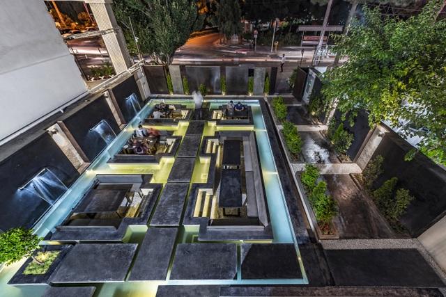 Quán cà phê lênh đênh xanh mát, khách ngồi thưởng trà giữa hồ bơi - 9