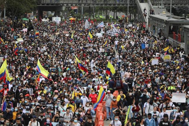Hàng nghìn người Colombia biểu tình bất chấp Covid-19 - 1