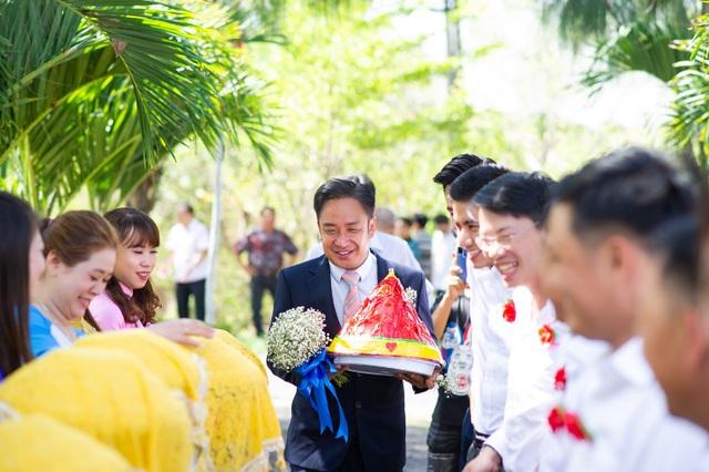 Khoảnh khắc hạnh phúc trong lễ cưới Đình Hiếu Cổng mặt trời ở Cà Mau - 1