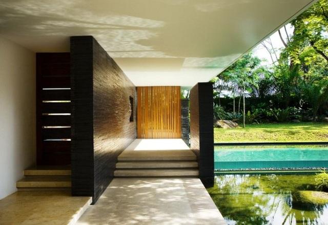 Ngôi nhà đẹp như resort nhờ vườn trên mái, hồ nước ngập cây - 2