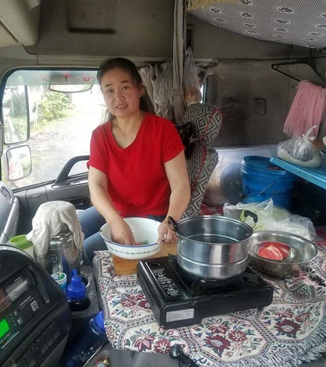 Người phụ nữ 18 năm sống cùng chồng trên xe tải - 3