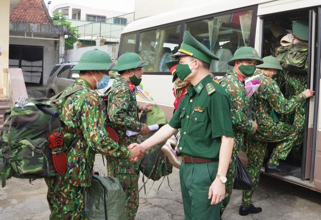 Nghệ An tăng cường bộ đội lên biên giới chống dịch Covid-19 - 3