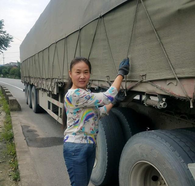 Người phụ nữ 18 năm sống cùng chồng trên xe tải - 1
