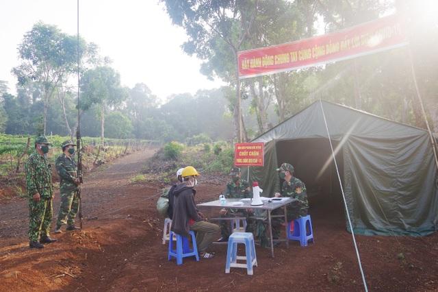 Tăng cường bộ đội khóa chặt biên giới, chặn dịch Covid-19 từ Campuchia - 2