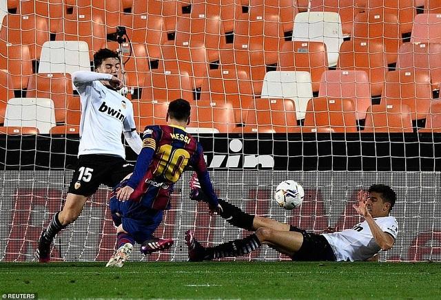 Messi rực sáng, Barcelona hạ Valencia và tiếp tục nuôi mộng vô địch - 3