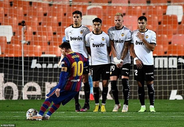 Messi rực sáng, Barcelona hạ Valencia và tiếp tục nuôi mộng vô địch - 5
