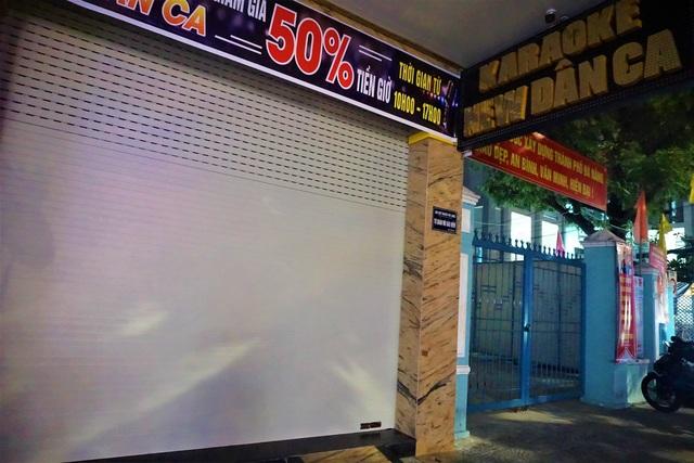 Karaoke, vũ trường cửa đóng then cài phòng, chống dịch Covid-19 - 3