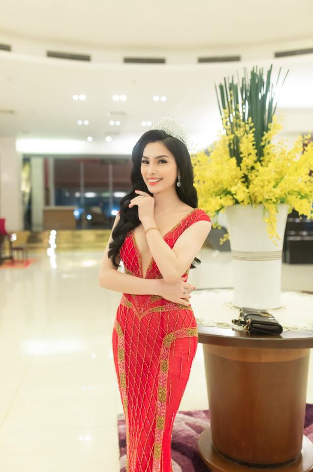 MC Kim Huyền Sâm đẹp gợi cảm bên thí sinh Đại sứ du lịch Quảng Trị - 1