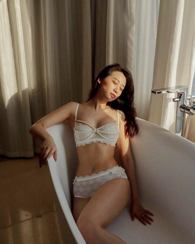 Hot girl Hà thành đốt cháy mùa hè bằng loạt ảnh diện bikini nóng bỏng - 9