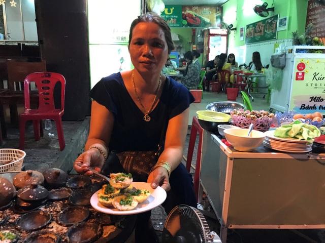 Đặc sản Nha Trang ăn cả chục cái mới no, chủ quán bán hơn 1000 cái/ngày - 2