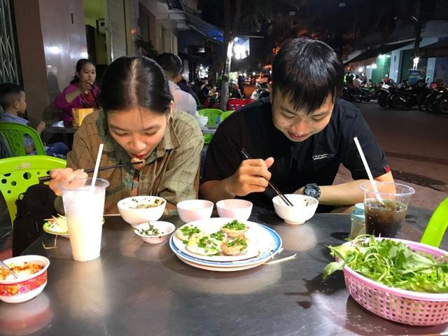 Đặc sản Nha Trang ăn cả chục cái mới no, chủ quán bán hơn 1000 cái/ngày - 8