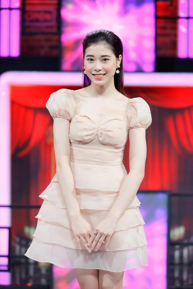 Hoa khôi bóng chuyền Thu Huyền rạng ngời tham dự gameshow - 1