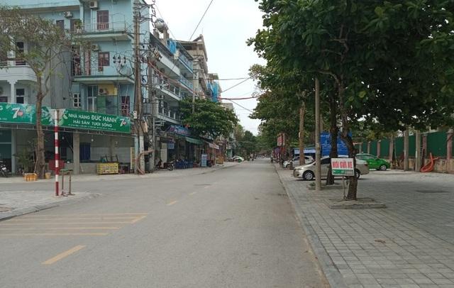 Biển Sầm Sơn vắng lặng, hàng loạt người bị xử phạt vì không đeo khẩu trang - 6