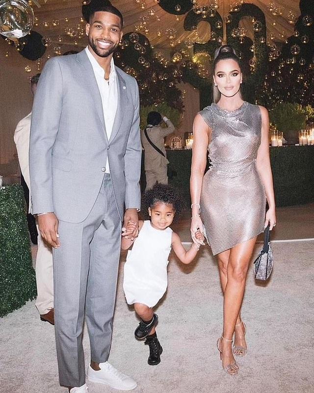 Bạn trai kém 7 tuổi của Khloe Kardashian lại dính tin đồn ngoại tình - 5