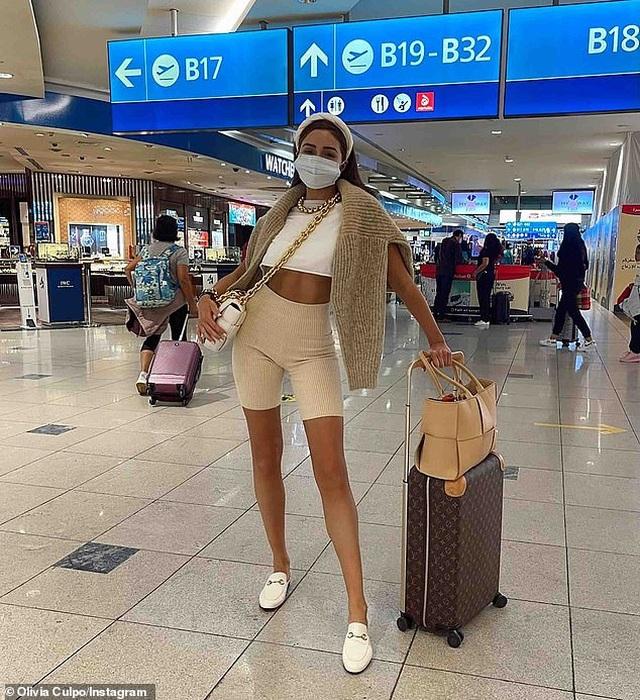 Hoa hậu Hoàn vũ Olivia Culpo khoe eo thon, cơ bụng săn chắc