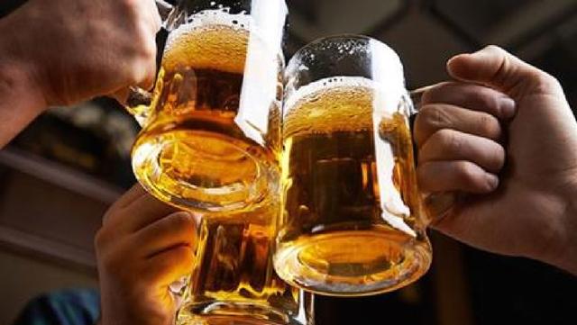Một ly bia có thể tạo ra khoảng 200.000 đến 2 triệu bọt bong bóng - 2