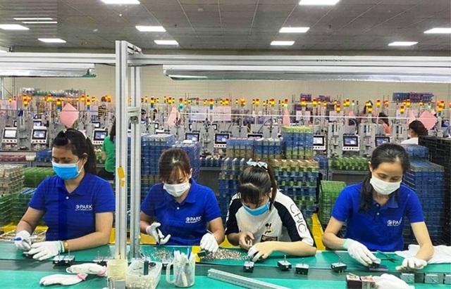 Hà Nam: Công nhân có biểu hiện ho, sốt... phải nghỉ làm và khai báo y tế - 1