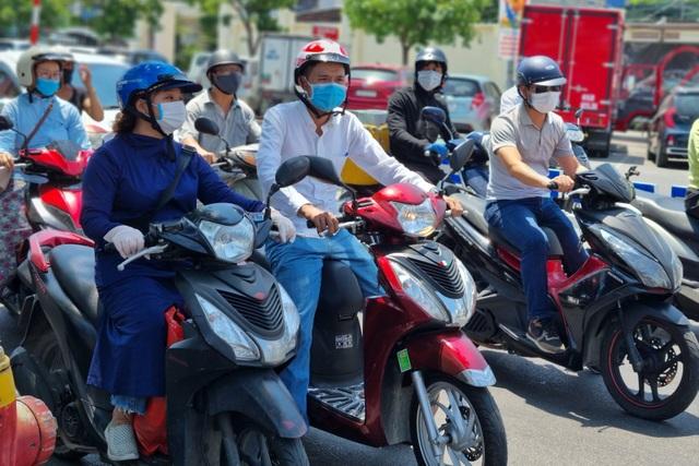 Bãi biển Đà Nẵng vắng người sau lệnh cấm - 9