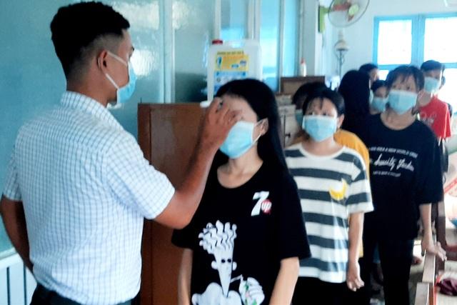 Sóc Trăng: Học sinh ra ngoài tỉnh ở vùng dịch phải cách ly 14 ngày tại nhà - 1
