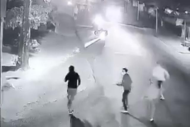 Nam thanh niên nghi cầm súng bắn nhiều phát vào nhóm người truy đuổi - 2