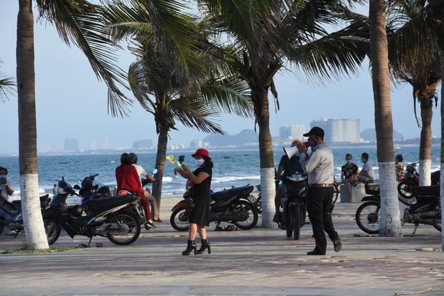 Đà Nẵng: 18 người không đeo khẩu trang bị phạt 34 triệu đồng - 1