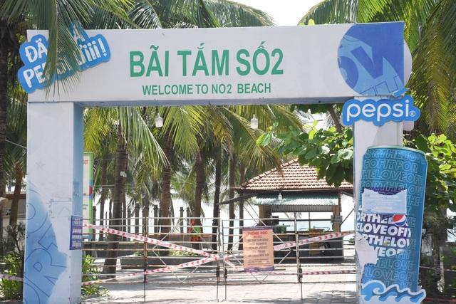 Bãi biển Đà Nẵng vắng người sau lệnh cấm - 2