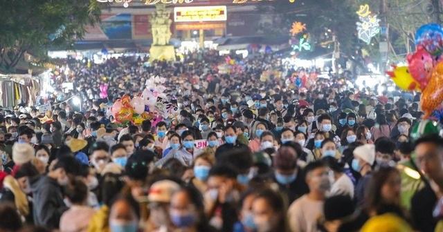 Du khách Việt hối hận vì đi chơi lễ: Chơi không vui còn lo ngay ngáy - 1