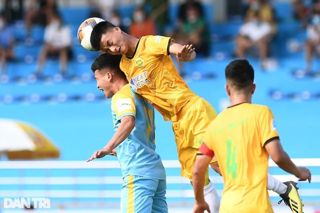 Hòa Bình FC có điểm số đầu tiên trong ngày khai mạc giải hạng nhì 2021 - 10