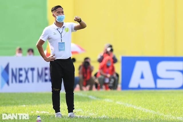 Hòa Bình FC có điểm số đầu tiên trong ngày khai mạc giải hạng nhì 2021 - 9