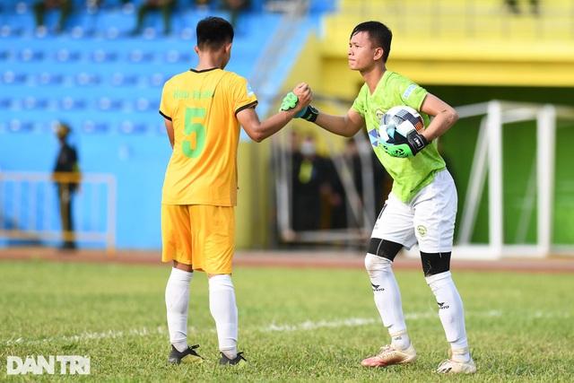 Hòa Bình FC có điểm số đầu tiên trong ngày khai mạc giải hạng nhì 2021 - 7