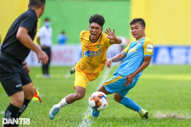 Hòa Bình FC có điểm số đầu tiên trong ngày khai mạc giải hạng nhì 2021 - 8