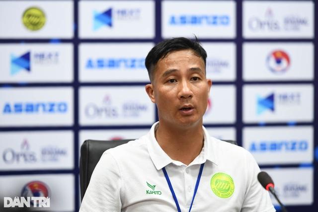 Hòa Bình FC có điểm số đầu tiên trong ngày khai mạc giải hạng nhì 2021 - 11