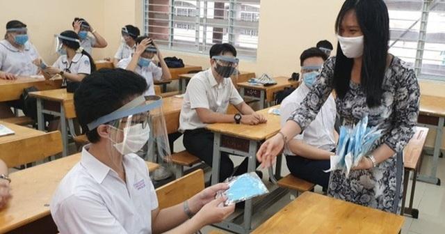 8 tỉnh, thành cho học sinh tạm dừng đến trường vì dịch Covid-19 - 1