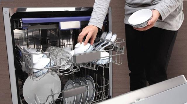 Cận cảnh hoạt động bên trong máy rửa bát: Có tốn nước, rửa bẩn như lời đồn? - 1