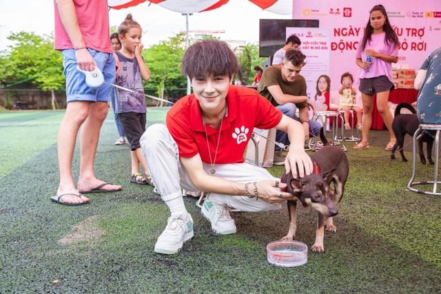 Hot boy Cao Bằng điển trai nghiền làm từ thiện, yêu động vật - 2