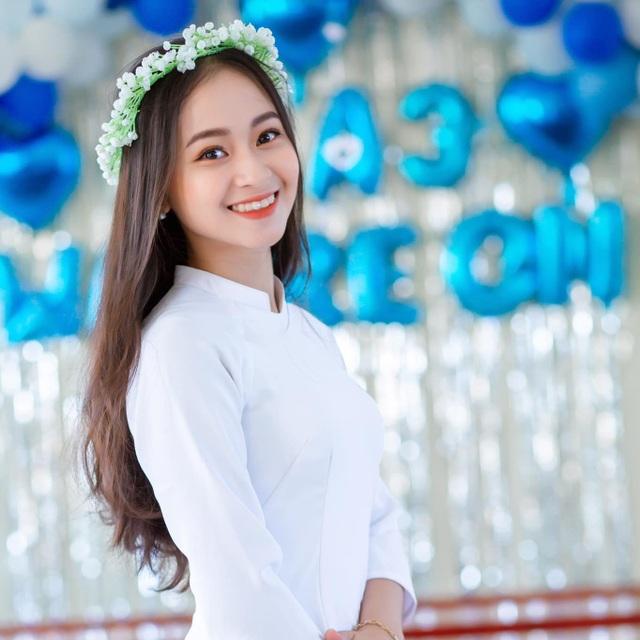 Nữ sinh Quảng Bình xinh xắn, hát dân ca ngọt như mía lùi - 1