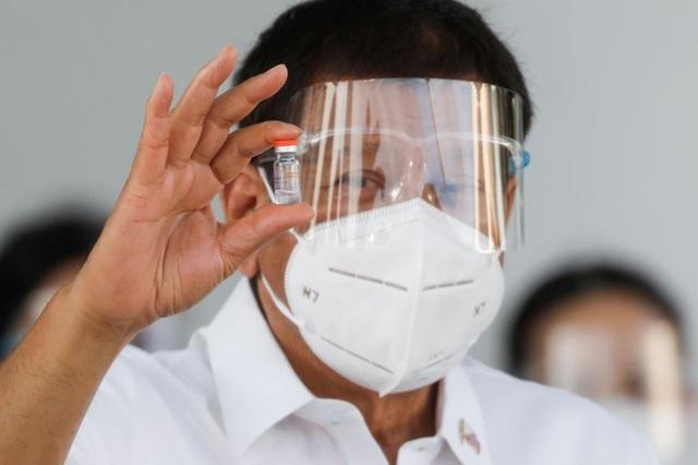 Tổng thống Philippines tiêm vắc xin Covid-19 của Trung Quốc - 1